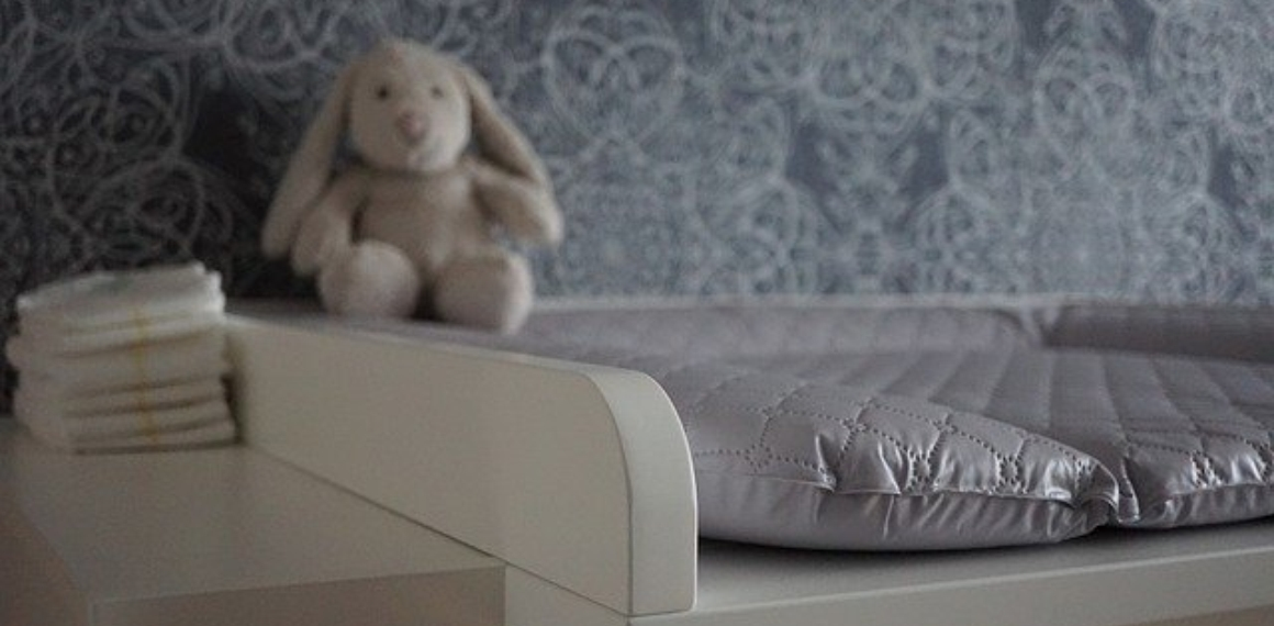 Baby changing chest of drawers 4518766 640